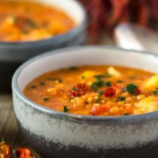 Mildes Curry mit Linsen, Kartoffeln und Blumenkohl – vegan