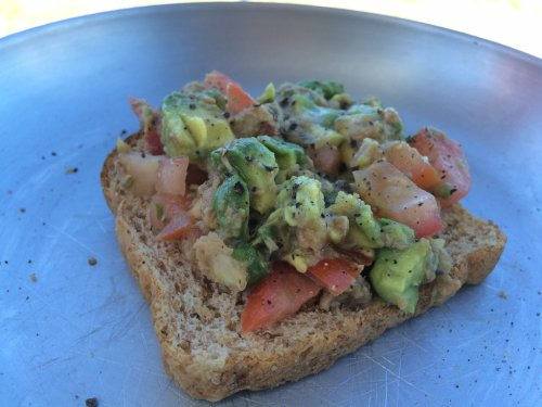 Thunfisch-Avocado-Tomate-Bruschetta