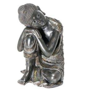 Diese meditative Buddha Figur setzt besondere Akzente mit schönen glitzernden Mosaikglas Verzierungen. Maße: Breite 28,5 x Tiefe 27,5 x Höhe 36,5 cm, Gewicht: ca. 4,3 kg, Material: Polyresin, Glasmosaik.<br>