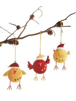 Diese lustige Vogelparade schmückt jeden Tannenbaum, Dekostrauch u.ä. in Ihrem Geschäft. Maße: je ca. B8 x H7 cm, Material: Metall.<br>