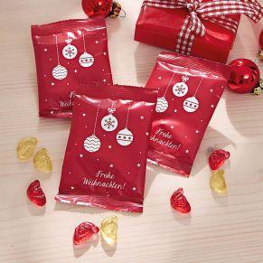 Jede dieser 50 Tütchen ist mit 10 g Fruchtgummi in Form von Weihnachtsmannköpfen gefüllt. Gewicht: ca. 0,7 kg. Zutaten: Glukosesirup, Zucker, 10% Fruchtsaft (Traube, Apfel, Birne, Pfirsich) aus Fruchtsaftkonzentraten, Gelatine, Säuerungsmittel: Zitronensäure, färbende Lebensmittel: Schwarze Johannisbeere, Karotte, Zitrone, Saflor, Spirulina, Aromen, Palmkernöl, Überzugsmittel: Bienenwachs weiß und gelb, Canaubawachs. Nährwertangaben: Energie 1416 kJ/333 kcal; Fett 0,1g, davon gesättigte Fettsäuren 0,1g; Kohlenhydrate 76g, davon Zucker 43g; Eiweiß 6g; Salz 0,2g.<br>