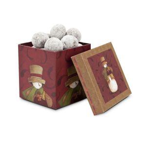 Ein winterlicher Genuss: 100g weiß gepuderte Waffelkugeln mit Nougatfüllung und Milchschokolade. Verpackt in einem Schneemann-Geschenkkarton, Gewicht: ca. 170 g. Zutaten: Zucker, Kakaobutter, VOLLMILCHPULVER, pflanzliches Fett, Kakaomasse, WEIZENMEHL, LAKTOSE, SÜßMOLKENPULVER, HASELNÜSSE, Kakopulver, MAGERMILCHPULVER, Glukosesirup, Versickungsmittel: Gummi arabicum, Emulgator: SOJALECITHIN, natürliches Vanillearoma, Stärke. Nährwertangaben: Brennwert 2250 kJ (537 kcal); Fett 30,9g, davon gesättigte Fettsäuren 18,1g; Kohlenhydrate 57,9g, davon Zucker 48,1g; Eiweiß 5,8g; Salz 0,2g. Allergiehinweis: Enthält glutenhaltige Getreide, Milch, Lactose, Soja. Kann Spuren von Erdnüssen und anderen Schalenfrüchten enthalten<br>