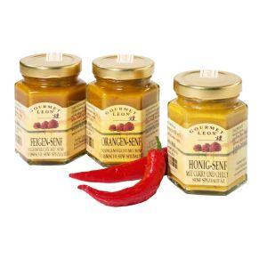 Das Präsent besteht aus einem Glas Feigen-Senf, einer italienische Senfspezialität, einem Glas Honig-Senf mit Curry und Chili welcher hervorragend zu Steaks, Bratwurst, Fisch und Käse passt. Außerdem erhalten Sie ein Glas Orangen-Senf, der sich hervorragend zu hellem Fleisch und gedünstetem Gemüse eignet. Maße: ca. L20 x B14 x H12 cm. Zutaten: Senf: Branntweinessig, Feigenfrucht, SENFSAAT, Rohrzucker. Honigsenf: Curry, Chili. Orangensenf: Branntweinessig, Orangenfruchtzubereitung, SENFSAAT, Zucker Zwiebeln, Knoblauch, Curry, Zitrone, Chili, Rohrzucker. Bruschetta: Tomaten, Knoblauch, Basilikum, Oregano, Gewürze..<br>