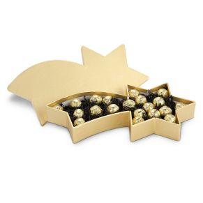 Eine wunderschöne goldene Verpackung - gefüllt mit 20 goldgewickelten hochwertigen Confiserie Marc de Champagne Trüffeln. Maße: ca. L36 x B20 x H5,5 cm, Gewicht: ca. 600 g. Zutaten: Marc de Champagne-Trüffel in Goldfolie: Zucker, Kakaobutter, SAHNE, BUTTER, Kakaomasse, VOLLMILCHPULVER, Glukosesirup, Champagner (11%), Bourbonvanille, Gewürze Emulgator: SOJALECITHIN.. Nährwertangaben: Brennwert 2141 kJ (511 kcal); Fett 30,3g, davon gesättigte Fettsäuren 19,1g; Kohlenhydrate 50,1g, davon Zucker 48,6g; Eiweiß 4,2g; Salz 0,13g.<br>