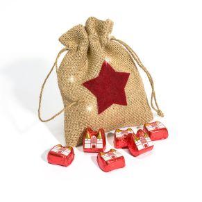 Toller Beutel mit eingewebten Goldfäden beschmückt mit einem roten Filzstern. Ohne Füllung, Maße: ca. 18 x 14 x 1 cm, Material: 90% Jute, 10% Polyester.<br>