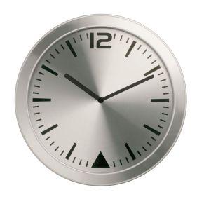 Wanduhr mit Wandhalterung und lautlosem Uhrwerk. Aluminiumziffernblatt. Batterien: Batterie inklusive, Maße: ca. 27,9x27,9x1,4 cm, Material: Aluminium.<br>