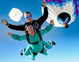 Erleben Sie die exklusivste Form des Fallschirmspringens!