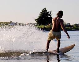 Surfen Sie auf der perfekten Welle!