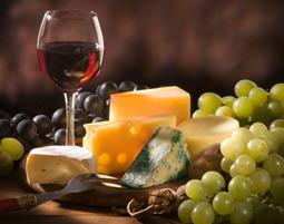 Lassen Sie sich in punkto Rebensaft und Kaese reinen Wein einschenken!