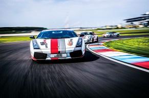 Vier Supersportwagen = Rennstrecken-Action pur!