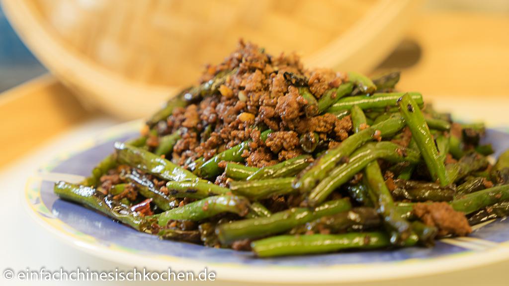 干煸豆角- chinesische gebratene grüne Bohnen mit Hackfleisch
