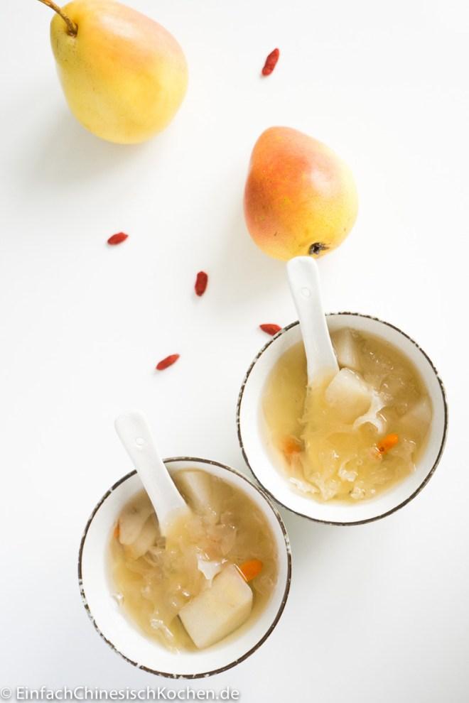 chinesische süße Suppe mit Silberohr Pilzen und Birnen
