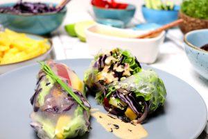 Spring-Rolls mit Erdnussdip
