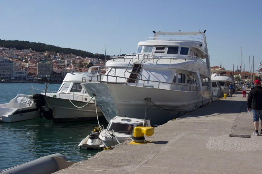 Flüchtlingsboote im Hafen von Mytilini, einfachmalraus.net