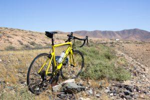 BMC Teammachine vor den Bergen Fuerteventuras