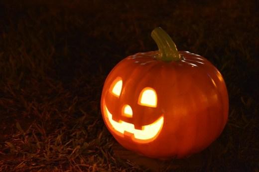 Halloween Kürbis / Sicherheitstipps für die dunklen Jahreszeit | Einkaufstrolley-Vergleich.de