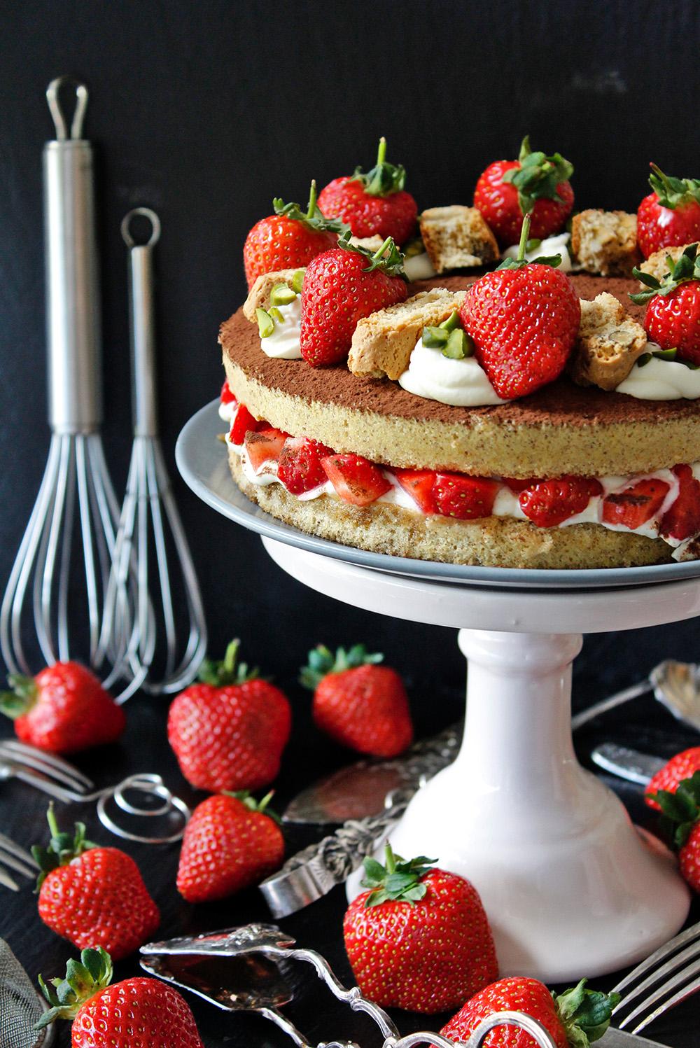Rezept für Erdbeer-Cantuccini-Torte von Einmal Nachschlag, bitte!