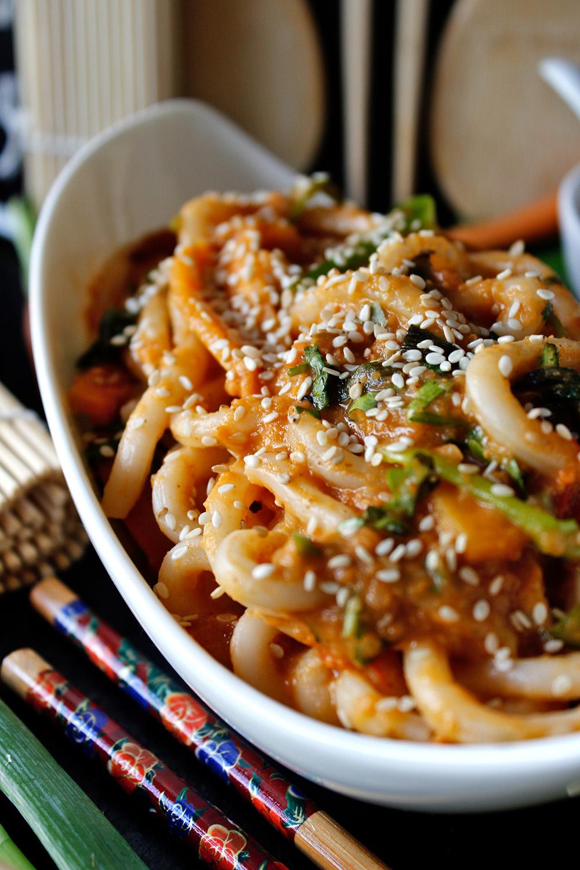 Rezept für Udon-Nudeln in Erdnuss-Sauce von Einmal Nachschlag, bitte!