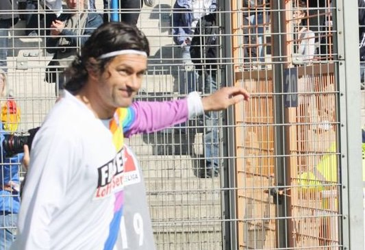 Thomas Stickroth beim Spiel der Traditionsmannschaften des VfL und des BVB im März 2011. Foto: Stephan Kottkamp.
