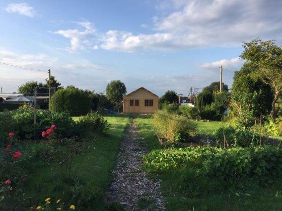 Rohbau einer Gartenhütte.
