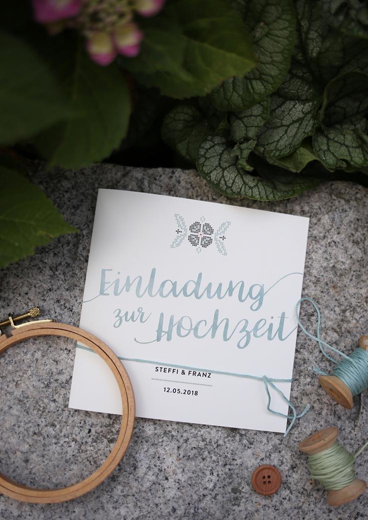 Hochzeitspapeterie, modern, gestickt, Gestickter Rahmen, folklore wedding, Stickereien, Menükarte, Hochzeitseinladung