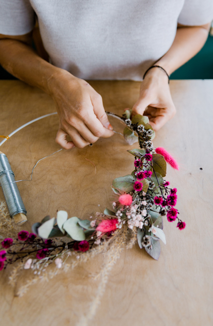 DIY-Blumenkranz aus dem Buch »tiny balcony« von Julia Romeiß und Gregor Faubel, GU-Verlag