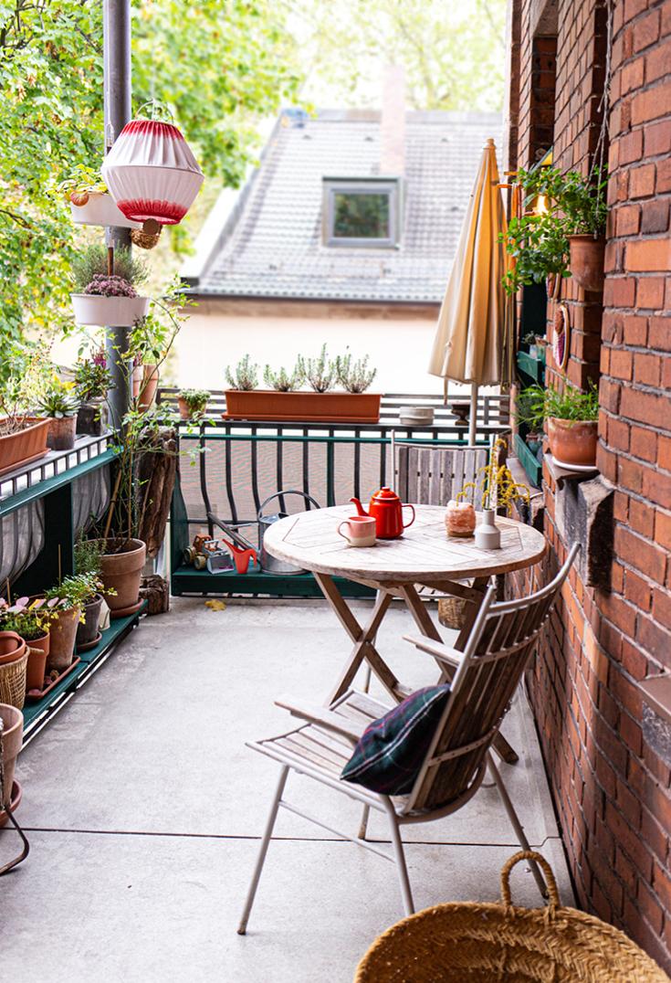 Blick auf den Stil-Balkon aus dem Buch »tiny balcony« von GU