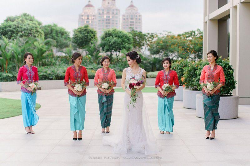 10 Cara Cantik Mendandani Bridesmaid di Pernikahan Tradisional Gambar 9