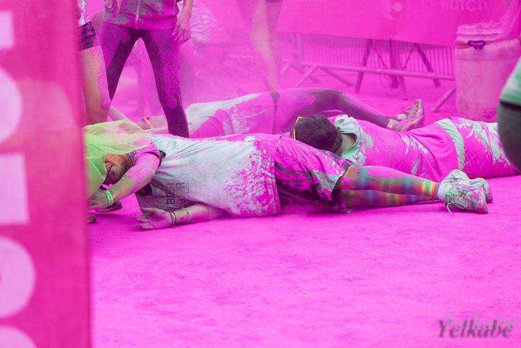 Color Me Rad race - people in Pink