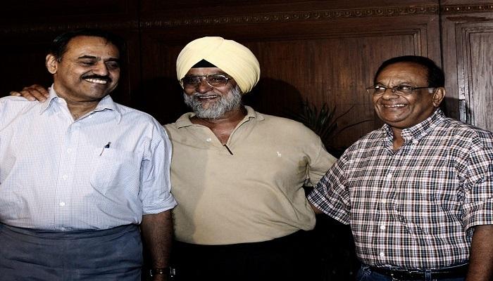 "news News: ""ভারতের স্পিনার ত্রয়ী গোটা বিশ্বের ত্রাস হলেও পাকিস্তান ওঁদের প্রচুর পিটিয়েছে"": মিঁয়াদাদ - javed miandad says that they literally robbed famous indian spin troika bedi, prasanna and chandrasekhar during india's tour to pakistan in 1978 1979 2"