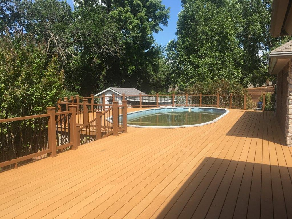 New outdoor deck with Trex decking and rails.