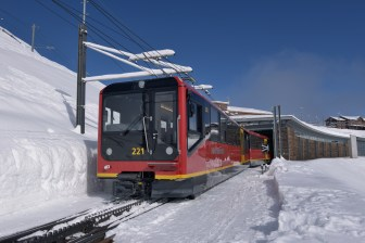 06-vbahn-jungfraubahn-schnee-galerie