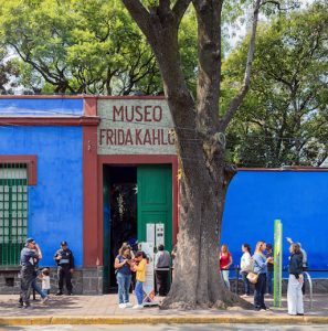 Virtual Bus Trip: Frida Kahlo's Blue House