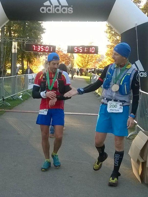 Alter, erst die Uhr, dann abklatschen, Trailrunnerregel!!! Nach dem Rennen.