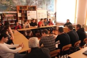 Священник храма в честь апостола Иоанна Богослова станицы Кущевской провел беседу с молодыми людьми о основах православной веры