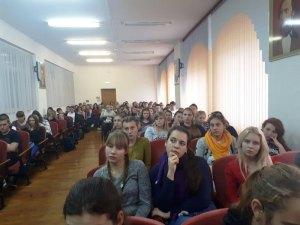 Студенты социально-педагогического колледжа побеседовали с настоятелем храма Ленинградской