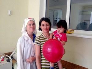 Молодые сёстры милосердия поздравили с Днём защиты детей пациентов детского отделения Каневской ЦРБ
