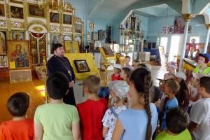 Школьникам рассказали о Казанской иконе Божией Матери в храме Богоявления Господня