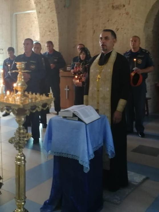 О здравии огнеборцев был отслужен молебен