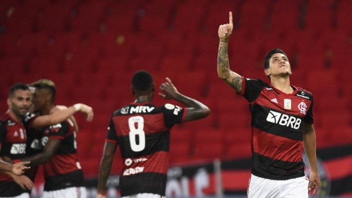 Flamengo Goleia Sport e se Aproxima do Atlético-MG na Liderança do Brasileirão