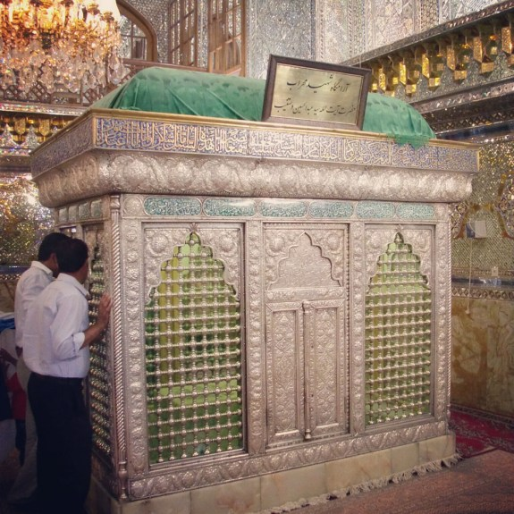 Makam Syahid Dastghaib