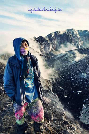 Senyum untuk Gunung Slamet via Guci. Hanya pada puncak di gunung ini aku penuh speechless. (doc Riandika)