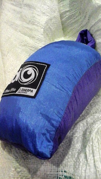 Parasut hammock bentuk kotak (packingannya). Doc pribadi