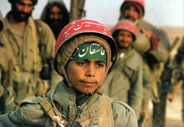 Iranian-volunteer-children-in-front-line-of-the-war