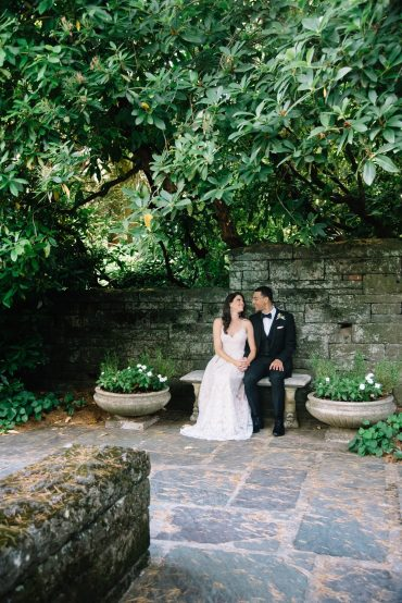 wedding couple in a garden