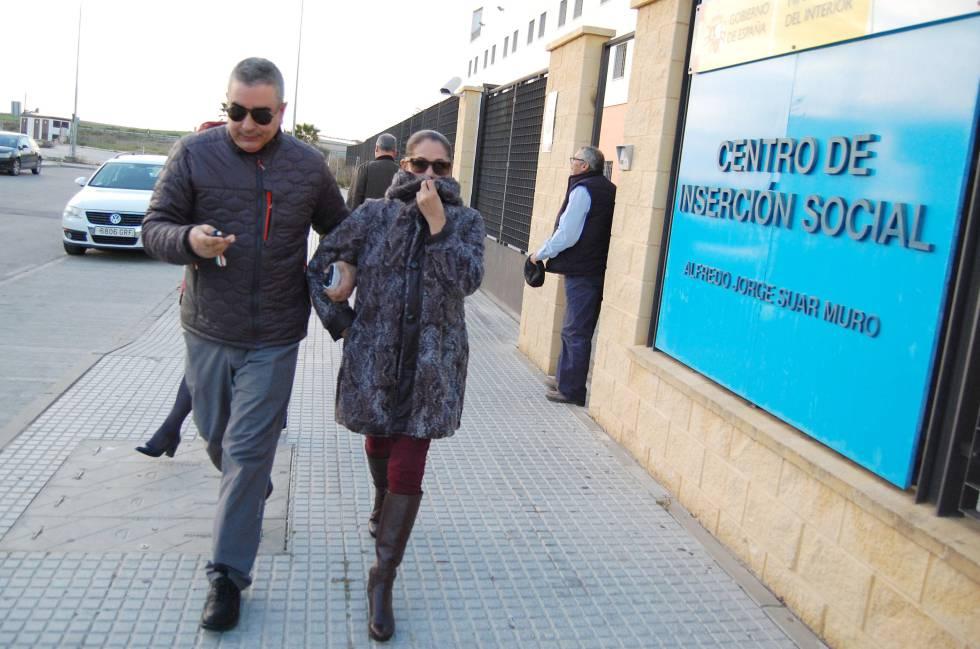 Isabel Pantoja, con su hermano Agustín el pasado marzo.