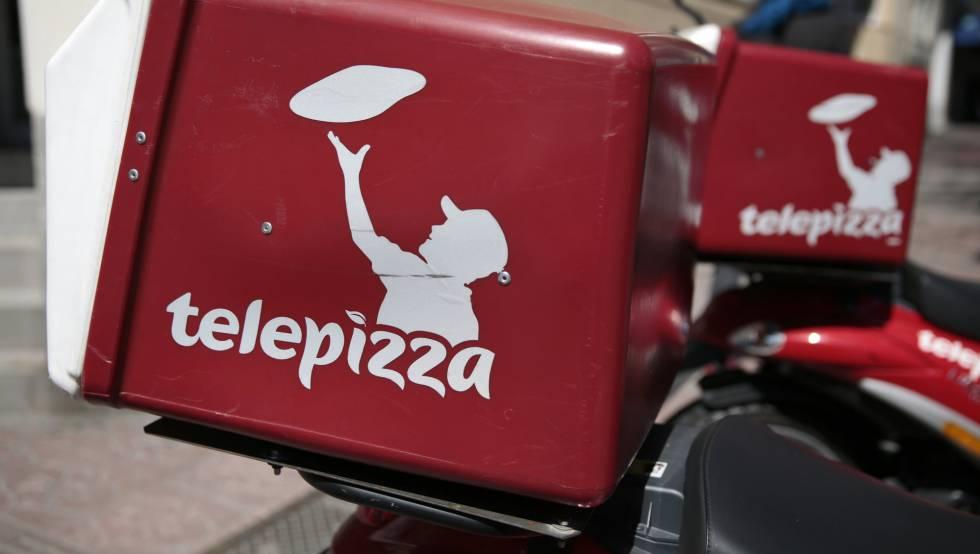 Logotipo de Telepizza en las motos de los mensajeros de la empresa, en Madrid.