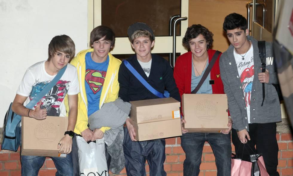 Los integrantes de One Direction en 2010. De izquierda a derecha: Liam Payne, Louis Tomlinson, Niall Horan, Harry Styles y Zayn Malik.