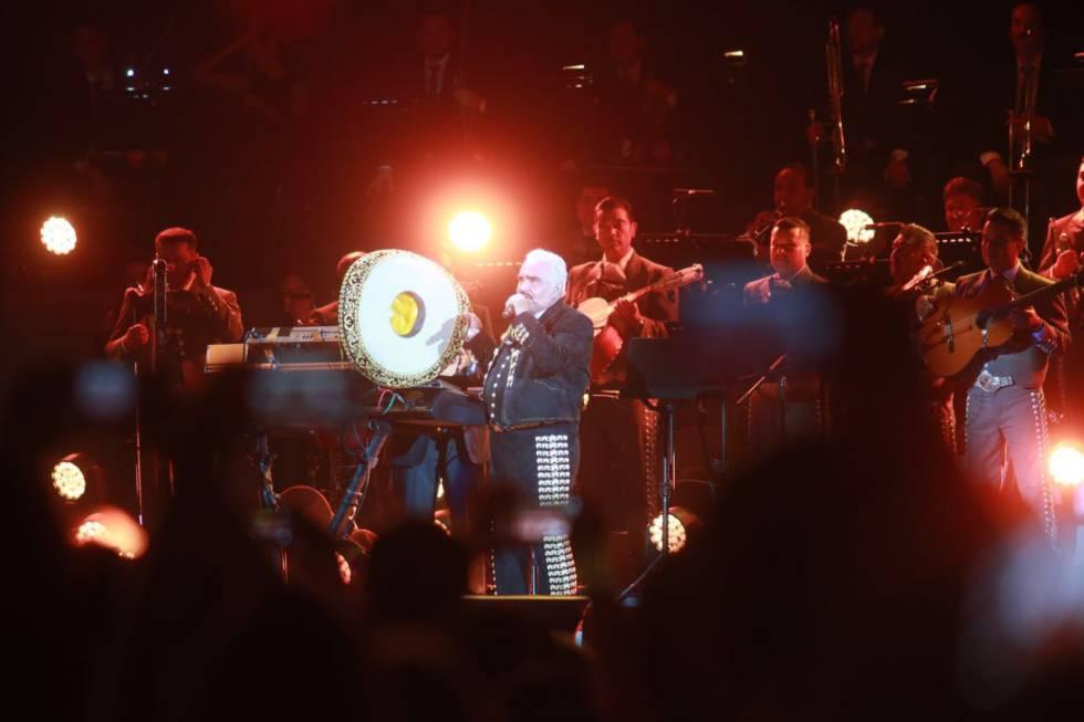Vicente Fernández durante su último concierto.