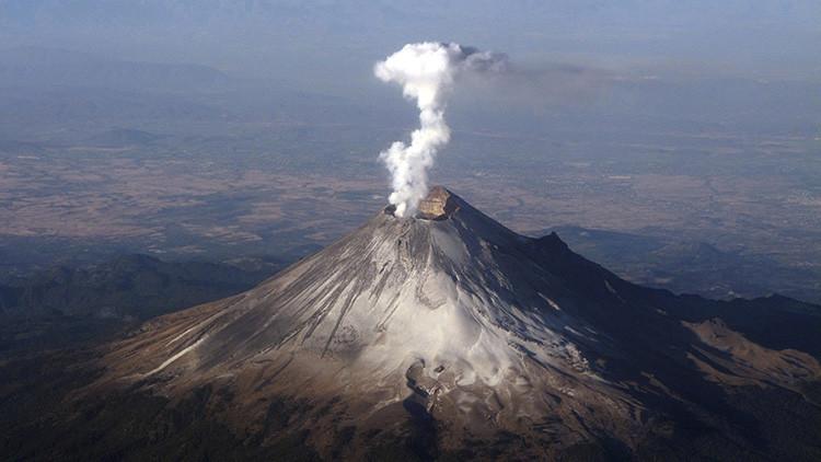 El volcán Popocatépetl en Puebla, México, 16 de enero de 2012.